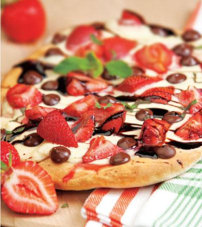 Strawberries & Cream Dessert Pizza